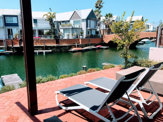 Sunny, Spacious Waterfront Villa - Knysna Quays