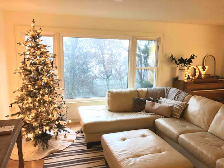 Secluded luxury House in the Hills w/king bed