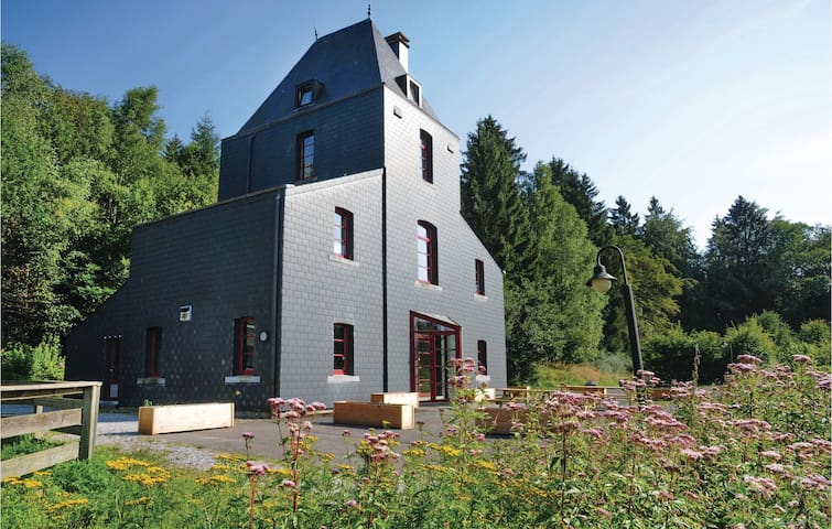 Holiday cottage with 6 bedrooms on 258 m²