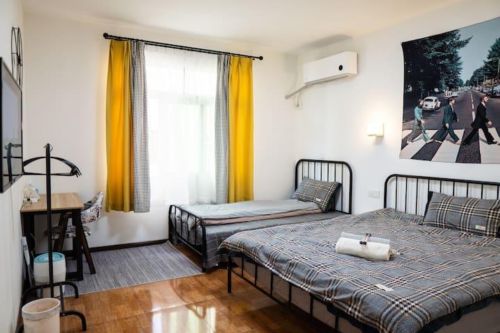 马尔康‧唐卡民宿202可住三人-免费停车|24H热水暖空调|独立卫浴|免费藏服体验|藏餐提供
