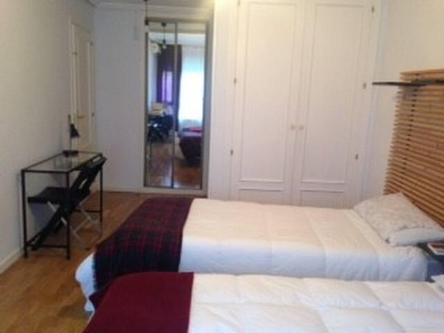 Suite, en magnifico piso , centro Madrid - Madrid - Haus