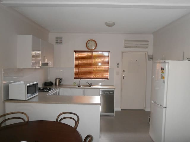 Comfy 1 Bedroom Unit - Close to the City!