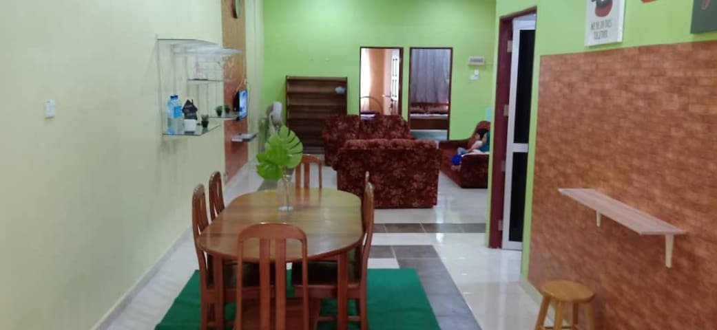 guesthouse located in pekan bukit payong on1st floor shop lots building located at strategic area which is near to restaurants,clinic,petrol station,grocery store and much more(only walking distance) near to : kapas island   +/- 18 km kuala terengganu tow