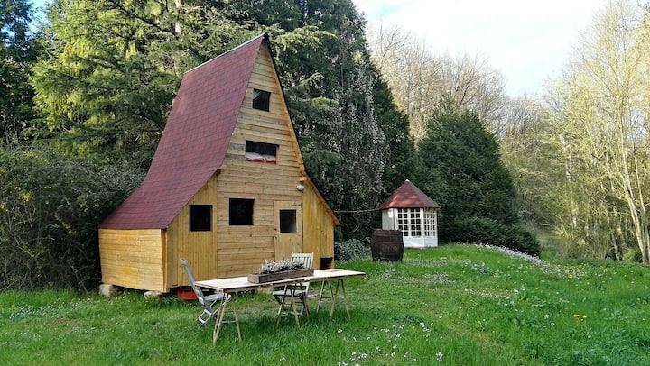 Charmante cabane en bois dans vallée troglodyte