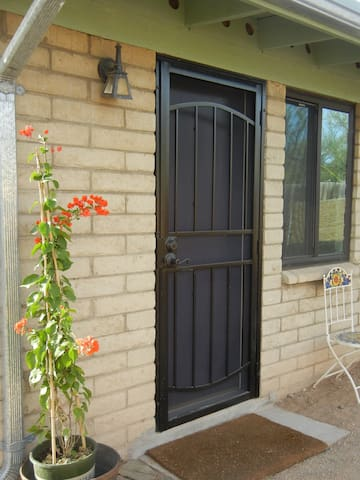 Sweet house close to downtown and U of A
