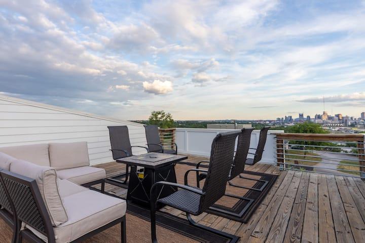 F0) 13 BEDS! - Huge Rooftop Deck - $7 Uber to Bars