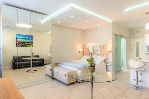 Modern, Light & Luxurious City-Centre Apartment