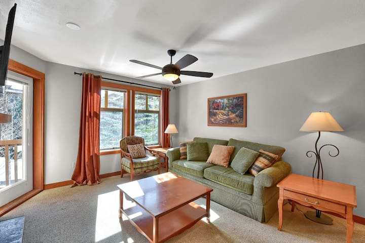 Ski-in/Ski-out Solitude Resort Condo w/Community Theater Room, Hot Tubs, Year Round Pool, Fitness Rm