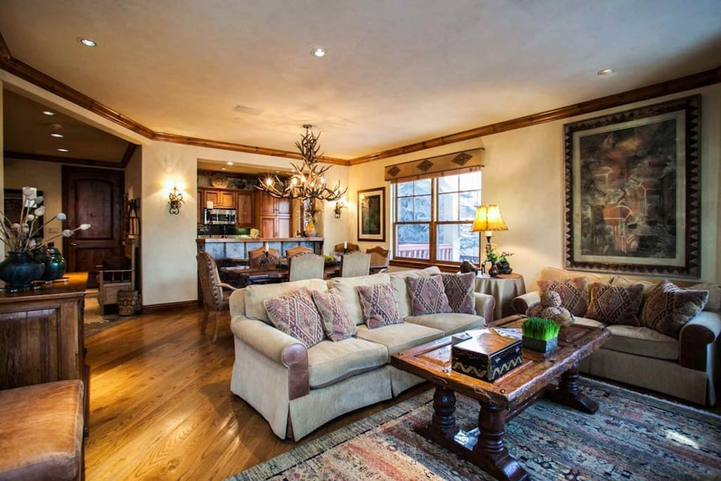 Full view of entry level, enjoy plush furnishings in this great living space with views of Eagle River.