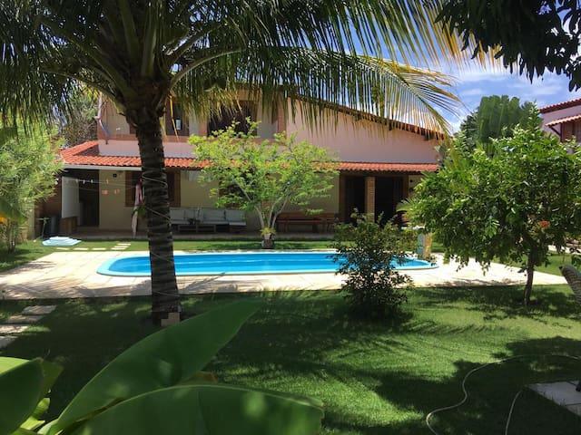 Vila em um jardim tropical, no paraíso das Águas