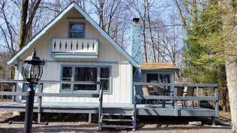 The Lazy Lakeside Chalet in Arrowhead Lakes, 2 BR+