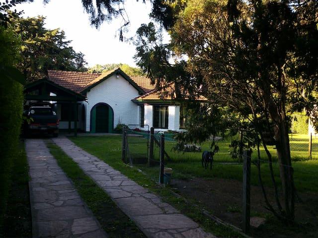 Habitación en casa quinta - Del Viso - Casa