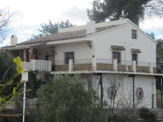 Traditional Spanish country house - La Paransa