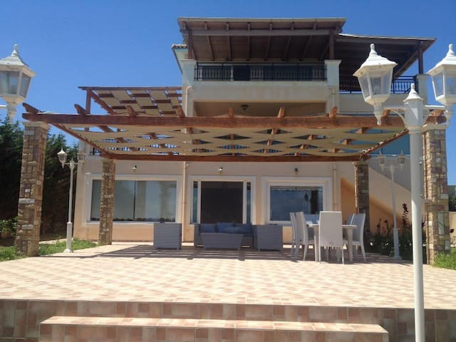 New listing! Luxury Beach House - Niforeika - Casa