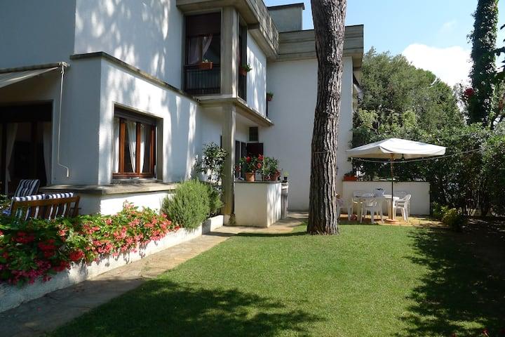 Tonfano - Villa silenziosa a 500 metri dal mare