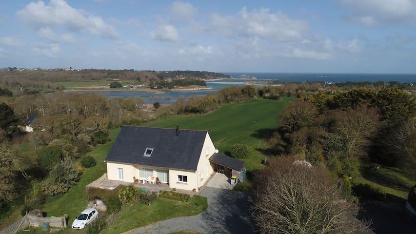 villa vue sur mer dans un grand site classée