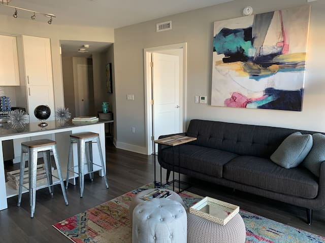 Bright |Luxi & Colorful 2BR Heart of Pentagon City