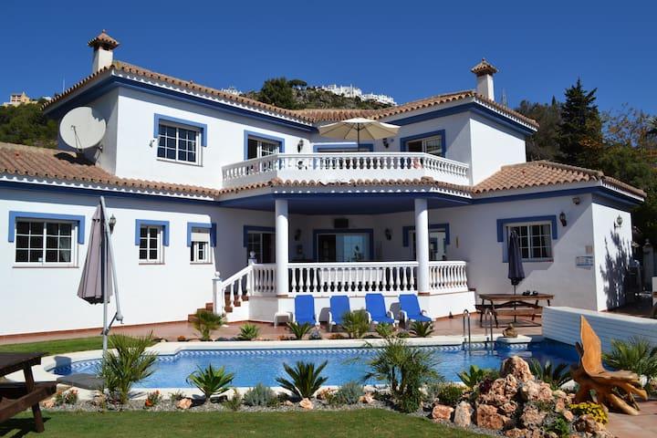 Stunning villa by the sea - Benalmádena - Villa