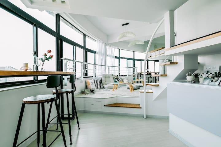 180°北外滩江景loft,100寸超大屏幕投影观影loft - Shanghai - Appartement