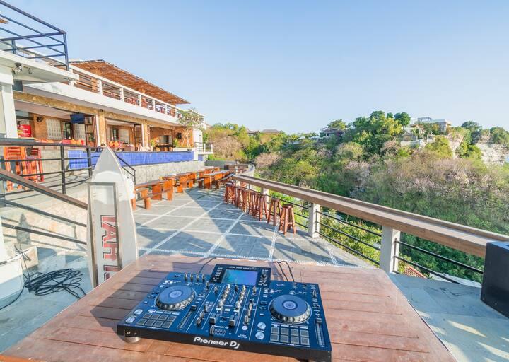 Feast house at Uluwatu Finest Ocean-View Clifftop