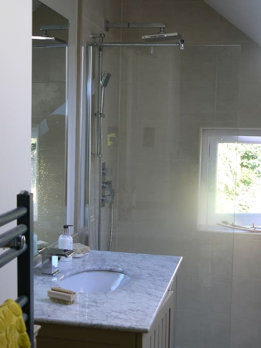 Lovely modern shower with hand-held functionality too.