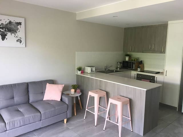 Modern Private Room on Maroochydore River