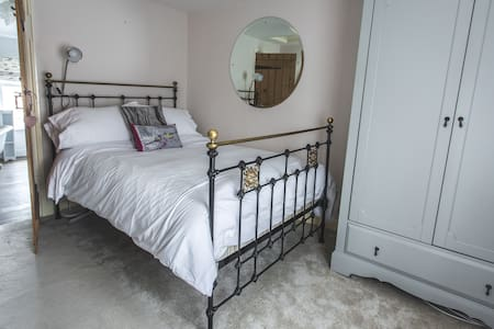 charming period cottage in historic town centre - Saffron Walden - Dom