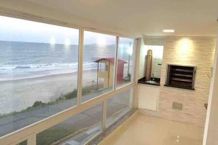 Ap Pé na areia na praia do Tabuleiro em BV