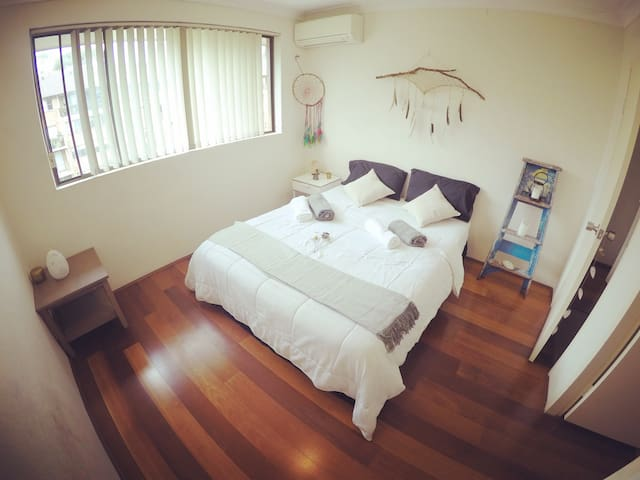 Lovely own room next to Darling/CBD