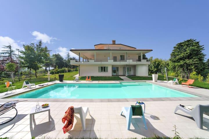 Luxury Villa apartment in Tavullia with Swimming Pool and Garden