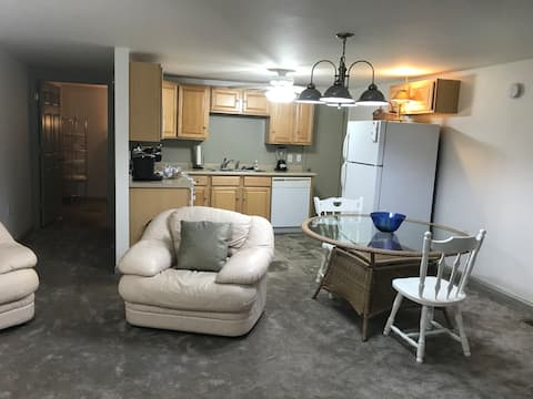 Commerce Historic Downtown Apartment, 1,500+ sq ft