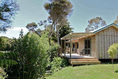 Bird Song Eco Studio (self contained) - Russell - Hytte