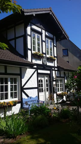 2  nice rooms, Northern Germany - Neumünster - Talo