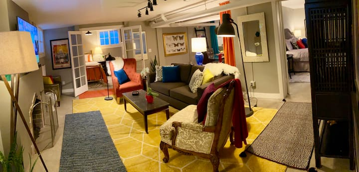 Upgraded 2 BR in heart of Cherry Creek North