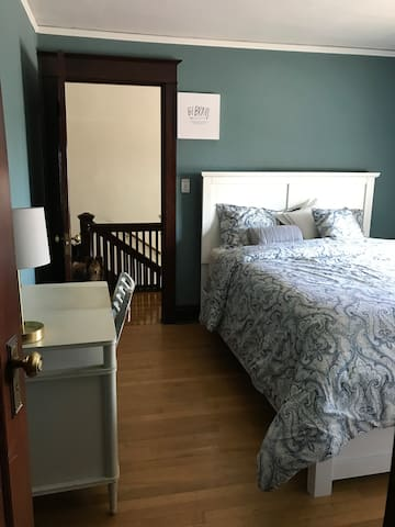 CleanCraftsmanHome: Bedroom #1 - Centrally Located
