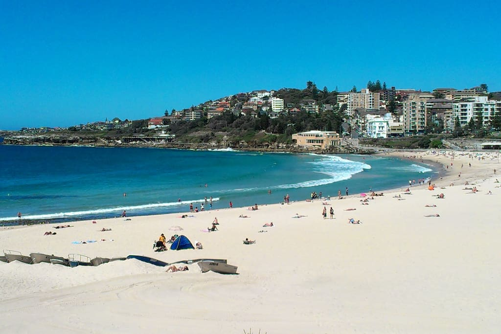 2min walk to Coogee Beach