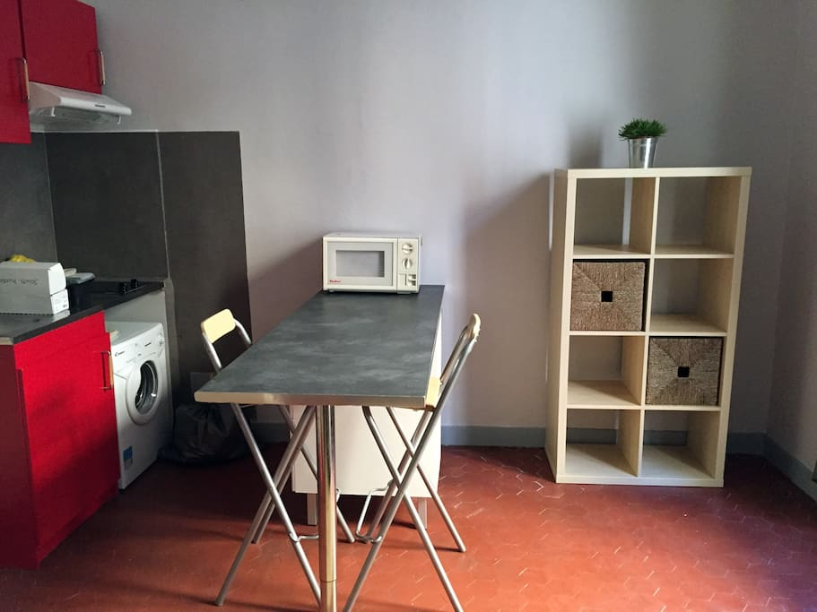 Studio moderne bien situ et lumineux flats for rent in for Yoga studio salon de provence