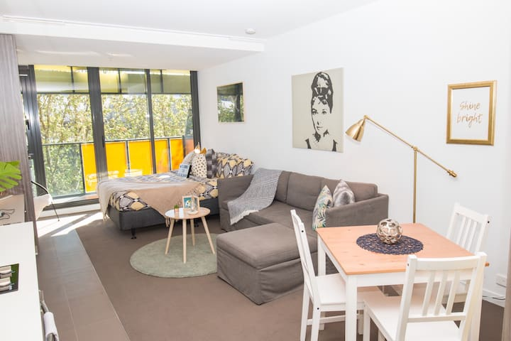 LALALAND STUDIO! Spacious place of stars in CBD