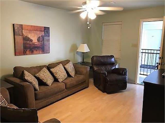 Monthly Rate:  Jackson House Apts (412)  LR, AR