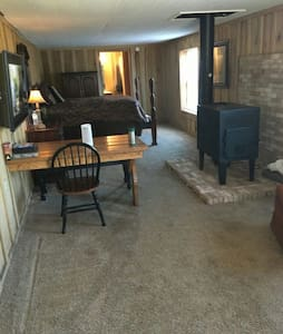 Rustic 1938 Barn Apartment - Rockville