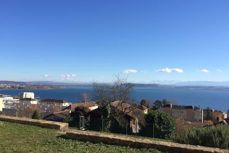 Chez Roméo, vue lac et alpes, terrasse privative - Neuchâtel - (ไม่ทราบ)