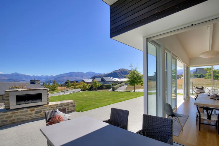 Lake & mountain views - Rata Boutique Retreat