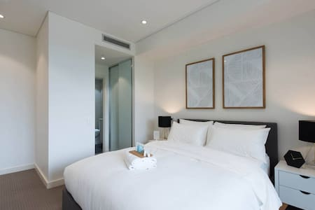 MASTER BEDROOM, Private Bathroom - Homebush
