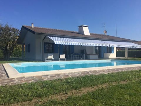 Wonderful VILLA for 8 with POOL!