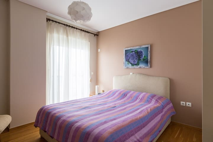 Cozy Room 3 minutes from metro (center-airport)