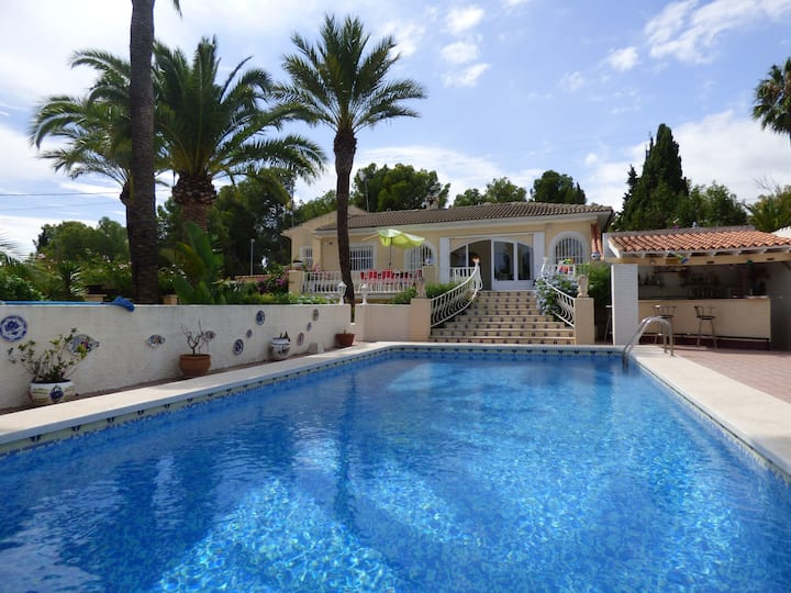Private Villa & Pool for 12 pax. Close to Benidorm