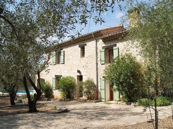 Villa Provençale dans oliveraie à Saint Cezaire 06