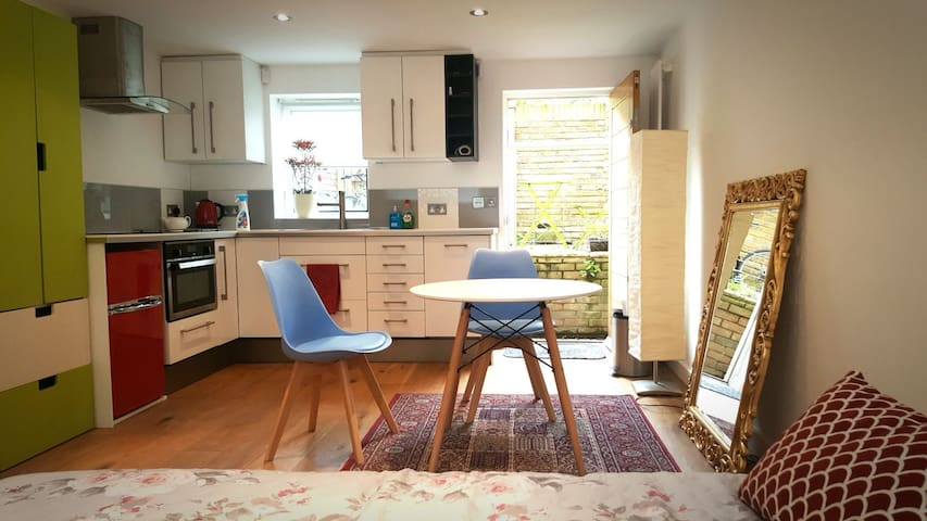 Cozy studio with private courtyard  for couples