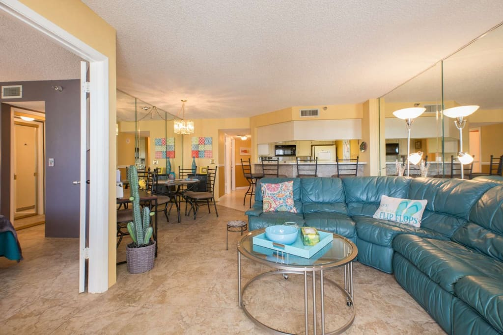Beautifully decorated with vivid colors to bring the space to life!