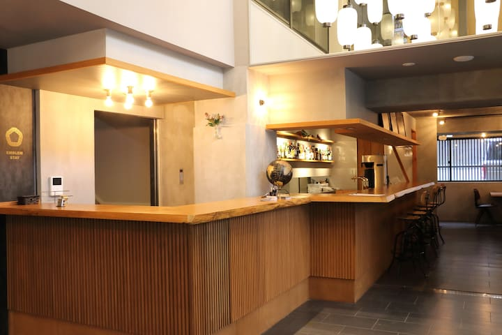 Stylish Hostel w/Shared Kitchen and Social Bar!